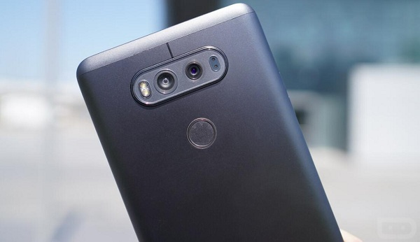 LG V20 has three cameras